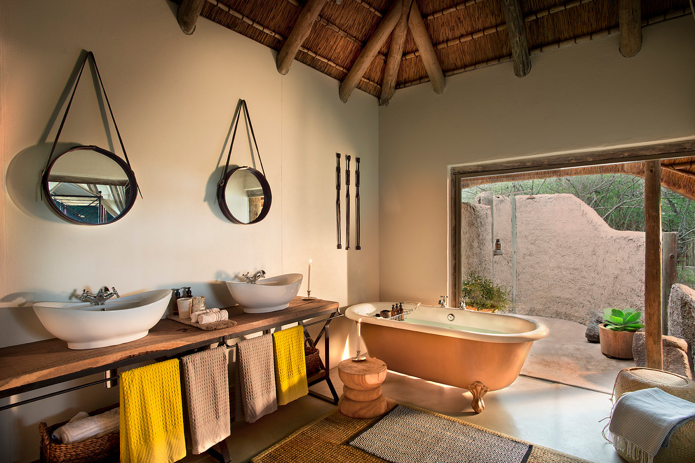 Tanda Tula, en suite bathroom