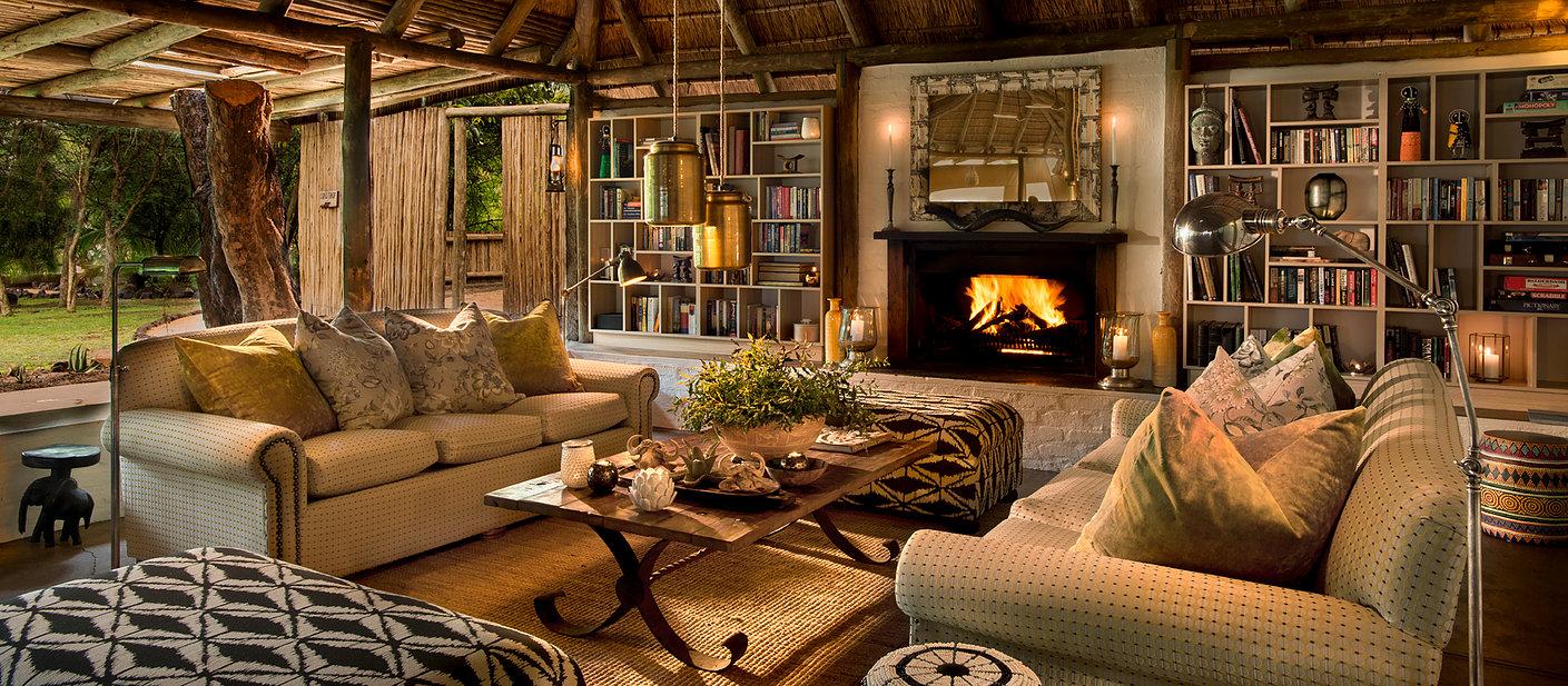 Tanda Tula, lounge