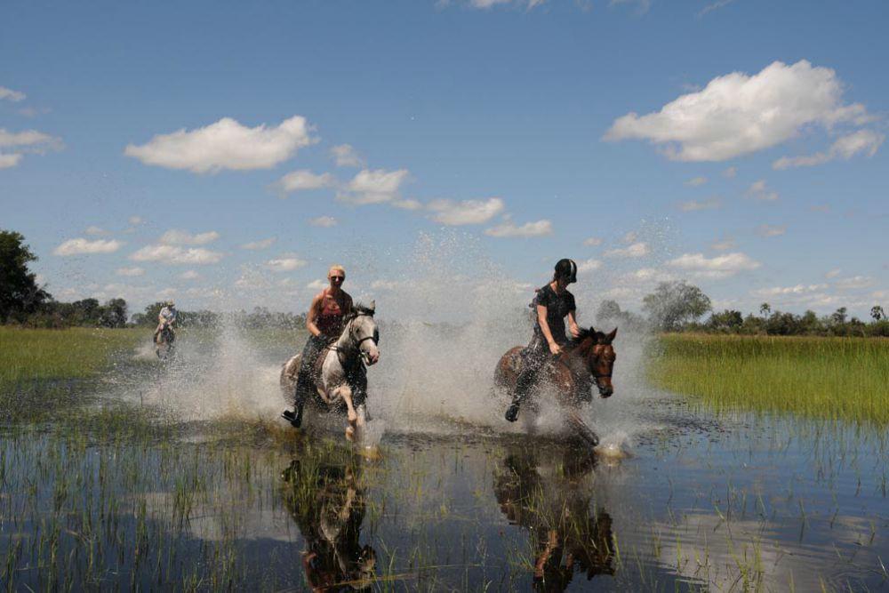 Horseback safari okavango delta botswana4