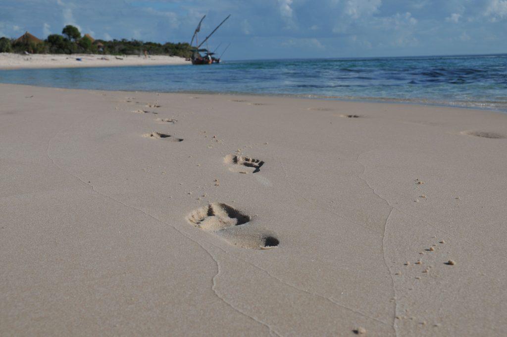 sunway_mozambique_beach_footprints_bruce_ta_20140729_1778797719