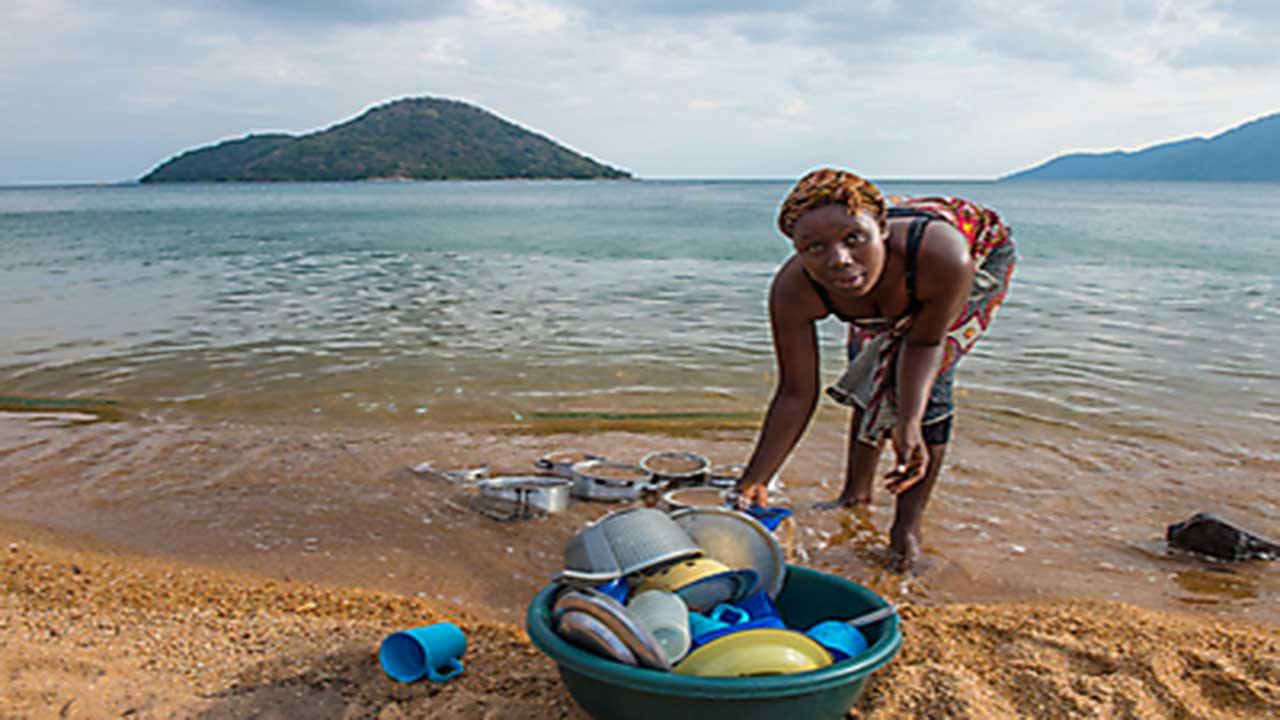 Zambia & Malawi Exploration - Lake Malawi - Washing Dishes