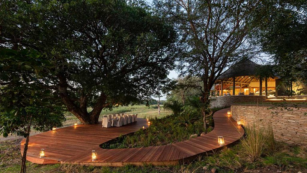 Dulini-River-Lodge-Alfresco-Dining
