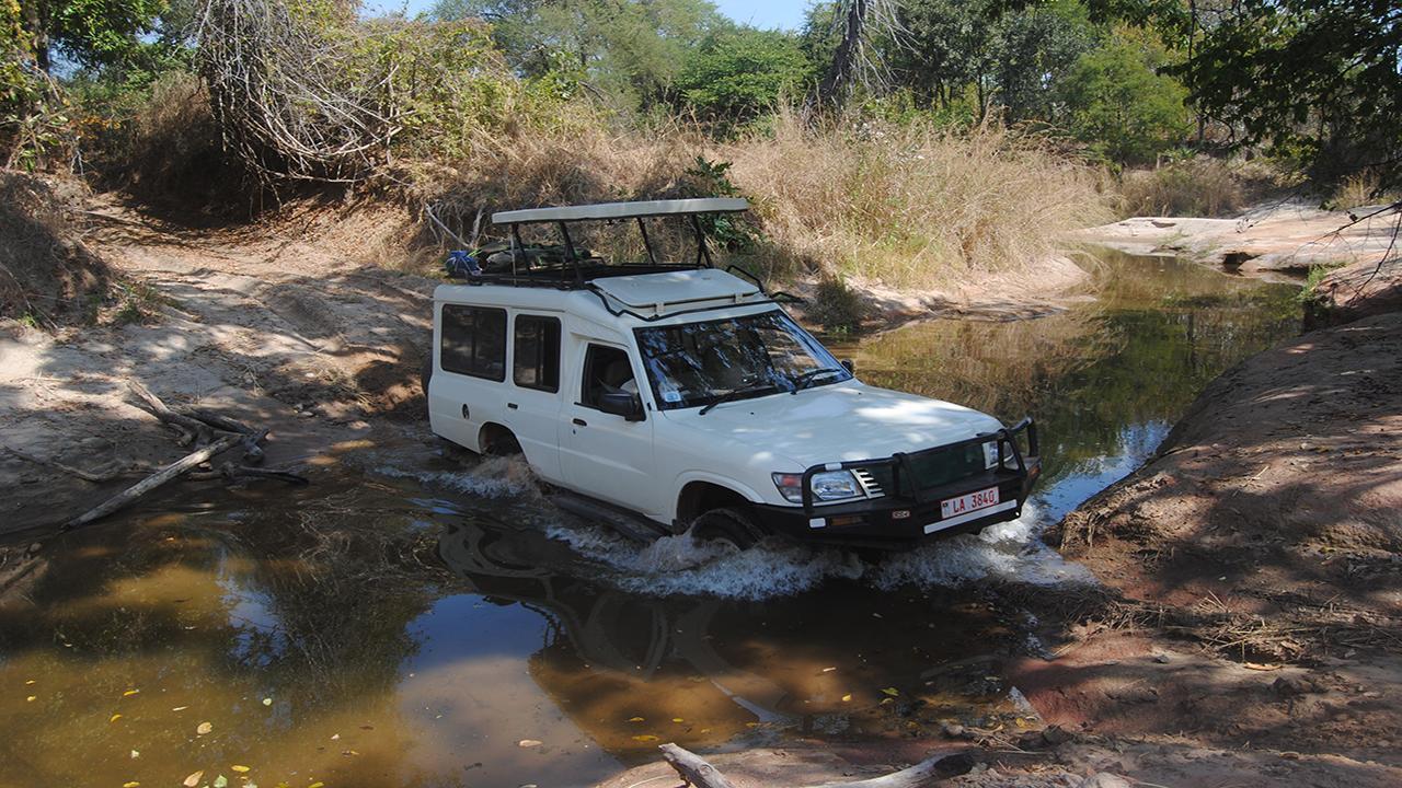 Safari-Vehicle-4x4-driving---Wild-Zambia-Safari